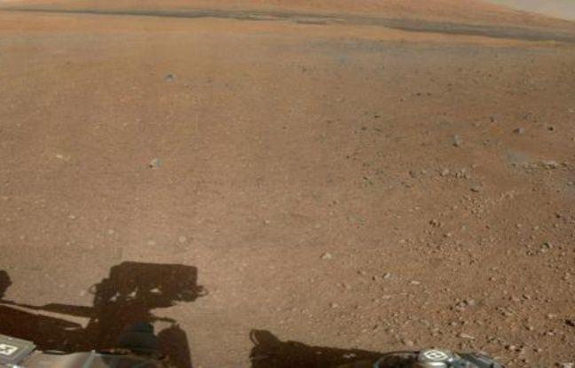 Une photo couleur de Mars prise par le robot Curiosity, publiée par la Nasa le 9 août 2012.