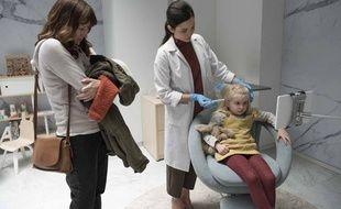 Rosemarie DeWitt dans «Arkange», le premier épisode de la saison 4 de «Black Mirror» fait mettre un implant dans le cerveau de sa petite fille.
