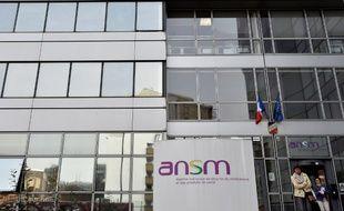 L'ANSM met en place un numéro vert, 0 800 97 14 03.