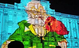 Un savant fou sur la facade d'un immeuble de la place des Terreaux de Lyon pendant la Fête des Lumières 2016