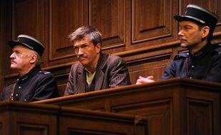 L'«Affaire Seznec» de Robert Hossein lors d'une de ses représentation au Théâtre de Paris le 23 janvier 2010.