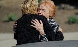 New-York, le 12 mars 2016. La mère de Marie Colvin a la sortie de la cérémonie de funérailles de sa fille, tuée en Syrie.