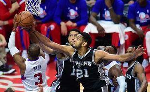 Tim Duncan a été impressionnant contre les Clippers le 28 avril 2015.