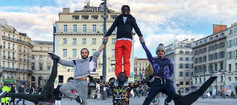 Les Wonsembe continuent les spectacles de rue qui ont fait leur renommée à Marseille