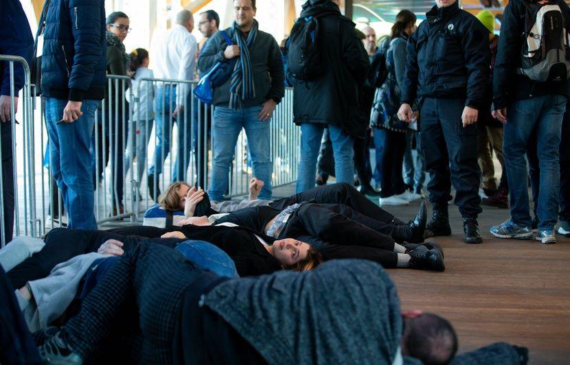 Extinction Rebellion perturbe le salon de l'auto de Bruxelles