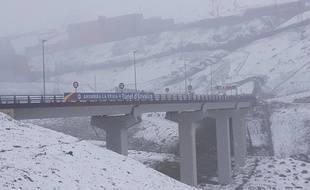 Le 11 juin, du côté du Pas de la Case, en Andorre, de la neige est tombée alors que les Bleus affrontent l'équipe de la Principauté dans la soirée, à Andorre-la-Vieille.