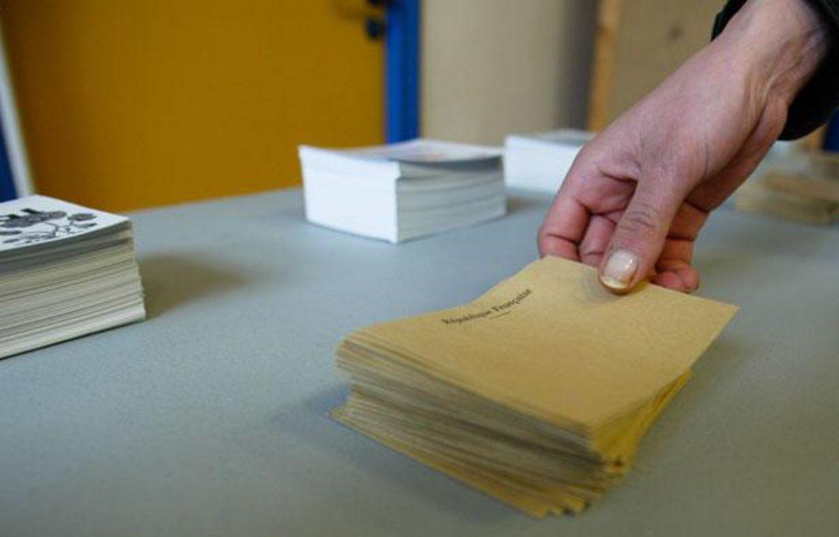 Au premier tour des élections cantonales,le samedi 20 mars 2011, dans un bureau de vote à Lyon. – C. VILLEMAIN / 20 MINUTES