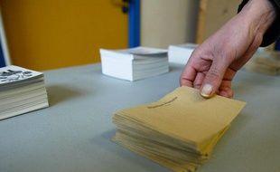 Au premier tour des élections cantonales,le samedi 20 mars 2011, dans un bureau de vote à Lyon.