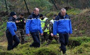 Les gendarmes recherchent des éléments liés à l'affaire Troadec dans les environs de Dirinon (Finistère).
