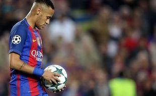 Neymar a bien failli signer au PSG à l'été 2016, mais ses exigences étaient un peu trop élevées.