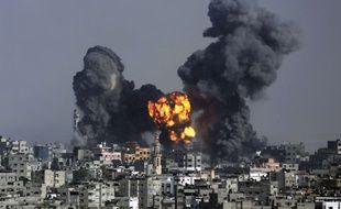 Explosion à Gaza, le 22 juillet 2014, après une attaque israélienne.