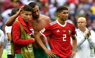 Benatia console Harit et Hakimi après la défaite du Maroc.