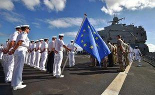Des membres de la Force navale européenne EUNAVFOR sur un bateau de guerre néerlandais, le Johan de Witt, à Djibouti, dans le cadre de l'opération Atalante