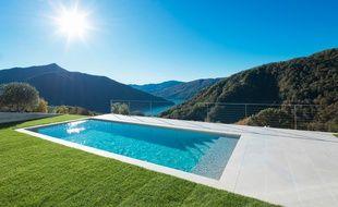 Des dimensions à l'emplacement en passant par le type de structure et de filtration, faire construire une piscine demande de se poser plusieurs questions.