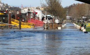 A Lyon, le niveau du Rhône a dépassé 2,80 mètres et celui de la Saône a presque atteint 4 mètres.