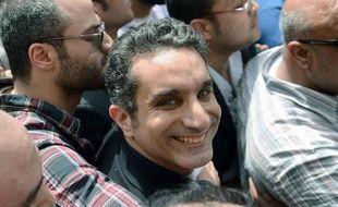 Le célèbre humoriste égyptien Bassem Youssef, accusé d'avoir insulté l'islam et le président Mohamed Morsi, a été libéré dimanche sous caution après un interrogatoire d'environ cinq heures.