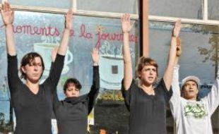 Les danseurs d'HDVZ, hier à Nantes.