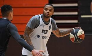 BCM Gravelines' new player of US DJ Cooper attends a training session at the Sortica sports complex in Gravelines, northern France, on September 29, 2017. Cooper was named best player of Pro A last season while he was playing for Pau. / AFP PHOTO / DENIS CHARLET
