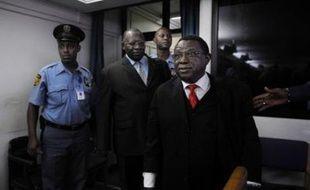"""Le colonel Théoneste Bagosora, présenté comme le """"cerveau"""" du génocide rwandais de 1994, a été condamné jeudi à la prison à vie par le Tribunal pénal international pour le Rwanda (TPIR) siégeant à Arusha (Tanzanie)."""