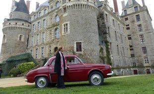 Promenade au château de Brissac avec la Dauphine mise à disposition de Rétro émotion.