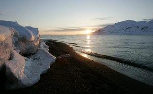 Vue du village de Longyearbyen, dans l'arctique norvégien.