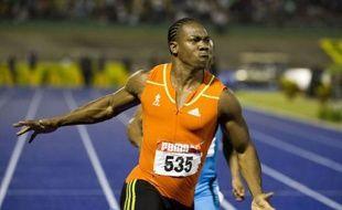 Yohan Blake a fait acte de candidature au titre olympique du 100 m en terrassant en 9 sec 75/100 Usain Bolt, l'homme le plus rapide de la planète, vendredi à Kingston lors des sélections jamaïcaines.