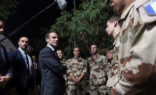 Emmanuel Macron a rendu visite aux soldats de l'opération Barkane au Tchad, le 22 décembre 2018.