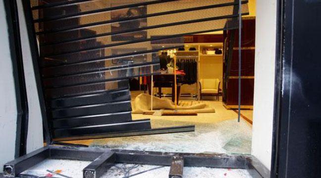 lyon la boutique zilli victime d 39 un casse la voiture b lier. Black Bedroom Furniture Sets. Home Design Ideas