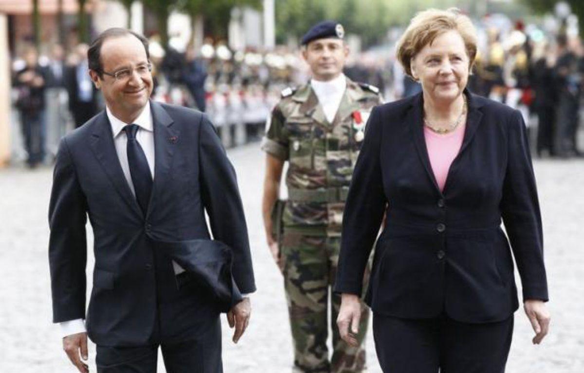 François Hollande et Angela Merkel ont célébré les 50 ans de la réconciliation franco-allemande à Reims, alors que l'Europe est en proie à une grave crise qui atteint le couple franco-allemand, moteur historique de la construction européenne. – Jacky Naegelen afp.com