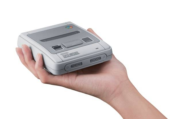 La reproduction exacte de la Super Nintendo sortie en 1992 en Europe.