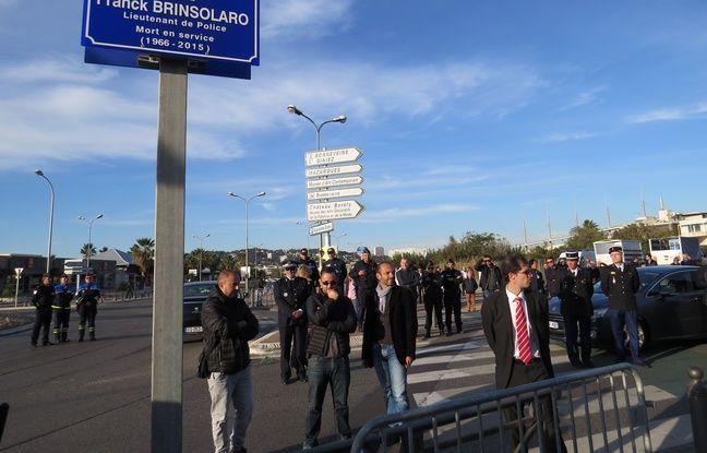 Des dizaines de policiers en civil sont venus assister à l'hommage rendu à Franck Brinsolaro mort le 7 janvier 2015 lors des attentats de Charlie Hebdo.