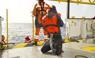 Sauvetage à bord de l'Aquarius, navire affrété par l'association SOS Méditerranée.