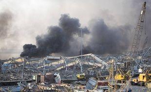 Des fumées au dessus du port de Beyrouth un peu après les explosions, le 4 août 2020.