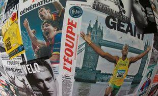 """Plusieurs """"Unes"""" du quotidien l'Equipe, photographiées le 9 juin 2015 à Boulogne"""