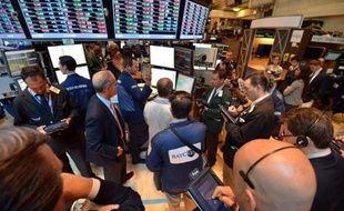 La Bourse de New York aborde avec prudence la nouvelle saison des résultats d'entreprises qui s'ouvre lundi, espérant y trouver les signes d'une reprise plus affirmée de l'économie américaine tout en gardant un oeil sur l'Europe, qui inquiète toujours.