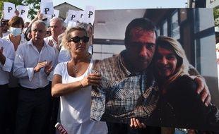 La photo du chauffeur de bus mortellement agressé à Bayonne avec son épouse lors de la marche organisée le 8 juillet 2020