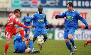 Les amateurs de Bourg-Péronnas (CFA) ont créé la surprise en éliminant (3-2) Ajaccio (L1), samedi en 16e de finale de la coupe de France après prolongation.