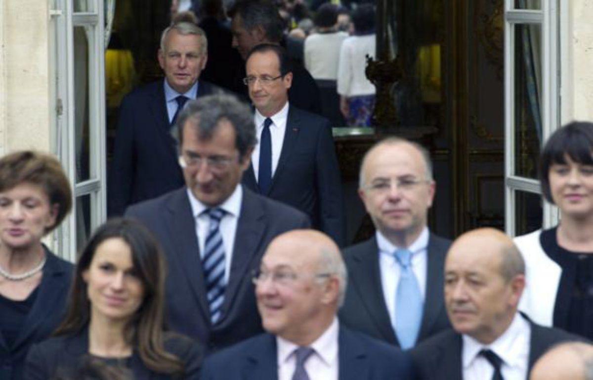 François Hollande et Jean-Marc Ayrault, rejoignent le gouvernement sur le perron de l'Elysée, le 17 mai 2012. – L. BONAVENTURE / AFP
