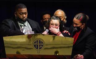 Les parents de Daunte Wright, Katie et Aubrey Wright, lors de ses obsèques à Minneapolis, le 22 avril 2021.