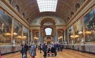 Illustration d'une salle du musée à Versailles