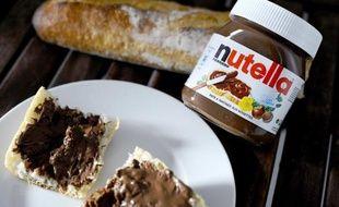 La commission des Affaires sociales de l'Assemblée nationale a repoussé mercredi un amendement présenté par les écologistes visant à augmenter de 300% la taxe sur l'huile de palme, ingrédient entrant notamment dans la composition de la pâte à tartiner Nutella.