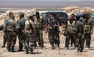 Des soldats syriens intensifient les combats contre l'organisation Etat islamique dans la province de Sweida, le 8 août 2017.