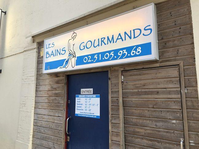 L'entrée des Bains Gourmands à La Roche-sur-Yon.