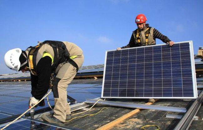 Installation de panneaux photovoltaïques.