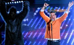 Francesco Gabbani - et son singe dansant - sur la scène du Festival de Sanremo en février 2017.
