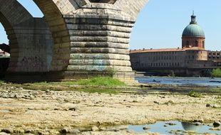 La Garonne en période de basses eaux. Illustration