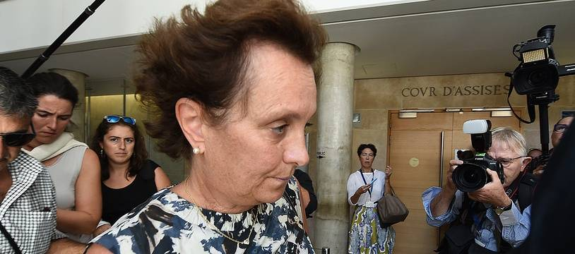 La fille d'Hélène Pastor arrivant à la cour d'assises d'AIx-en-Provence
