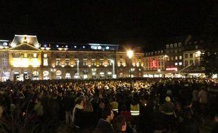 Strasbourg, le 18 novembre 2015. - Plusieurs milliers de personnes se sont rassemblés place Kléber en hommage aux victimes des attaques terroristes de Paris.