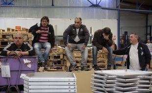 Des employés de GM&S attendent l'entrevue avec Alain Martineau, dirigeant de l'emboutisseur GMD qui propose de reprendre le site de La Souterraine.