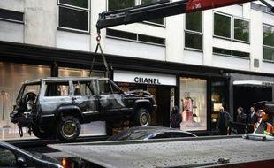 La boutique Chanel de la rue de Montaigne à Paris, victime le 28 avril 2016 d'un cambriolage après que sa devanture a été percutée par un véhicule 4X4